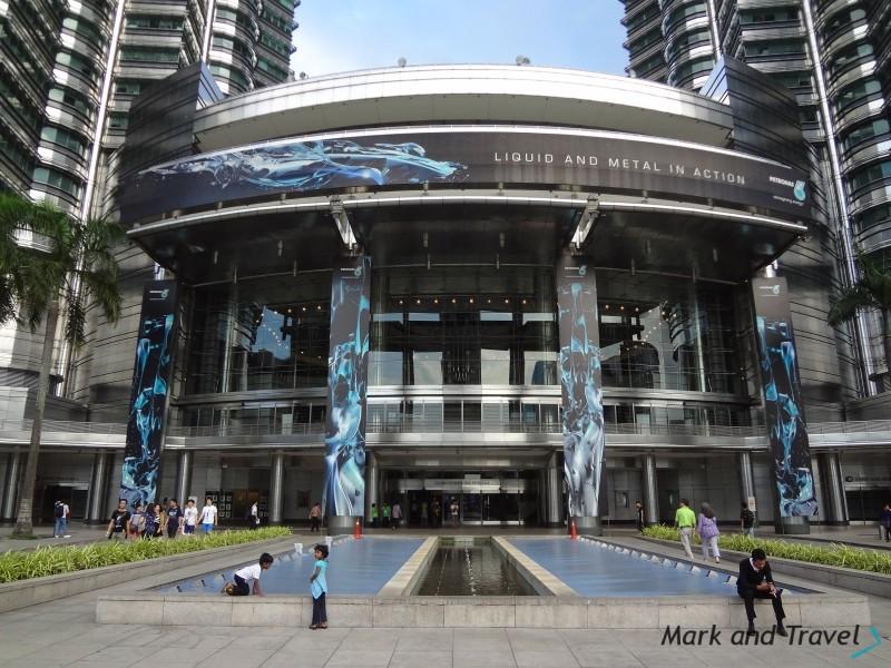 Petronas Twin Towers, wejscie