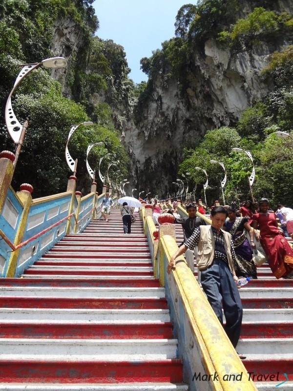 Schody do głównej jaskini Batu