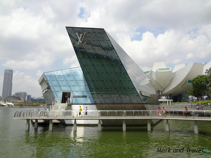 SIN Louis Vuitton Island