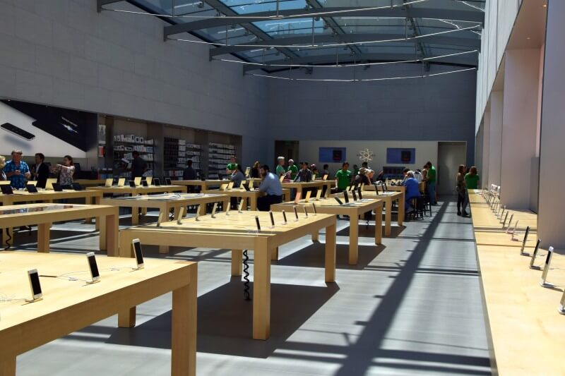 Apple Palo Alto inside