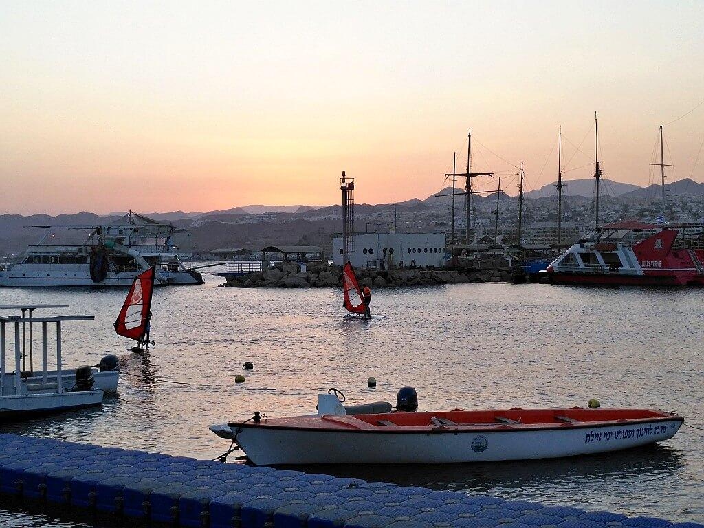 Windsurfing w porcie Eilat