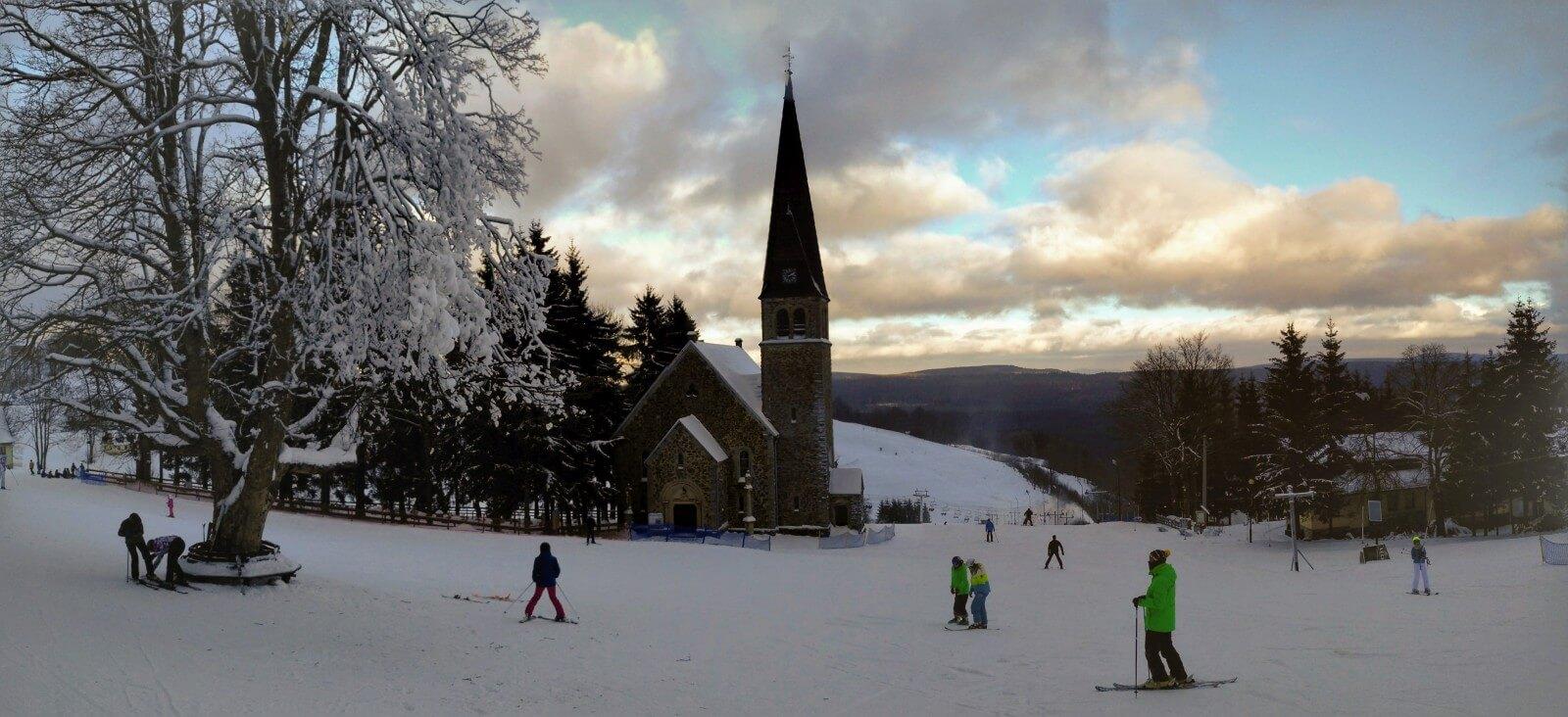 Zieleniec panorama, kościółek